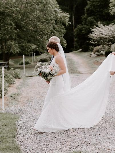 gardens at uncanoonuc wedding ... 86c2b36f0348
