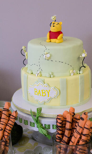 whinnie the pooh baby shower cake